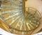 Стеклянная лестница станет воздушным украшением в интерьере