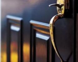 Как правильно выбрать дверь для защиты дома
