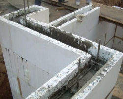 Стена из пенополистирольных блоков