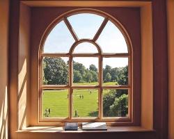 Ухаживаем за деревянными окнами