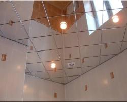 Особенности зеркальных подвесных потолков