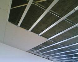 Монтаж одноуровнего потолка из гипсокартона