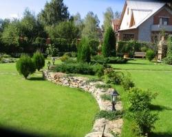Многофункциональный сад для семейного отдыха на небольшом участке