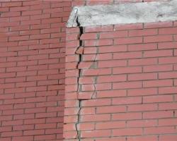 Как заделывать отверстия в стенах