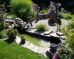 Небольшой сад во внутреннем дворике