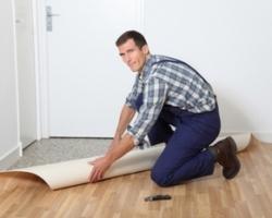Обустройство покрытий полов из линолеума и больших полимерных ПВХ-плиток