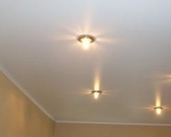 Натяжной потолок для дачного домика