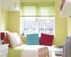 Подбор цвета стеновой отделки и предметов мебели для крошечной спальни
