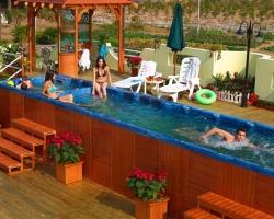 Плавательный спа-бассейн: ток/противоток и горячая зона