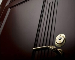 Покупаем бронированную дверь для своего жилища