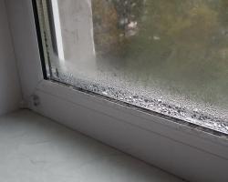 Почему окна запотевают и как с этим бороться?