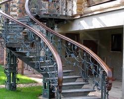 Каркас для лестницы из металла