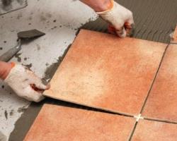 Укладываем керамическую плитку