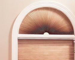 Жалюзи плиссе на окна сложной геометрии