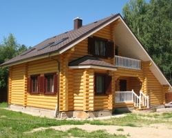 Бревенчатые дома: плюсы промышленного производства