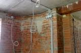 Укладка защитных проводов и технология монтажа проводки под штукатуркой