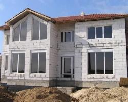Строительство частных домов из газобетона: надежность, комфорт и экономичность