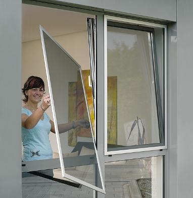 Как установить москитную сетку на пластиковые окна?