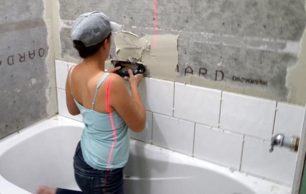 Начальный этап ремонтных работ в ванной комнате