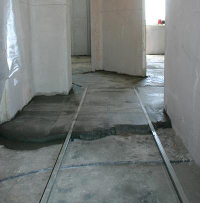 Цементная стяжка: преимущества и достоинства