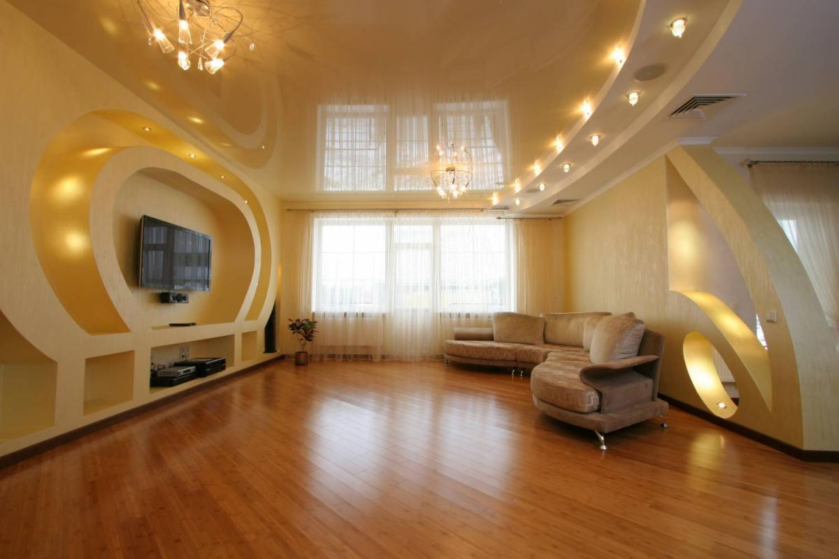 Дизайн подвесных потолков для зала