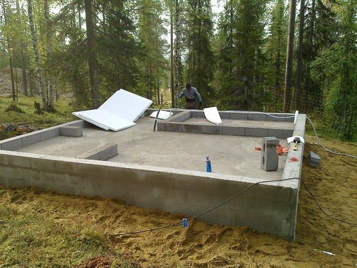 Строительство бани из оцилиндрованного или из ошкуренного бревна