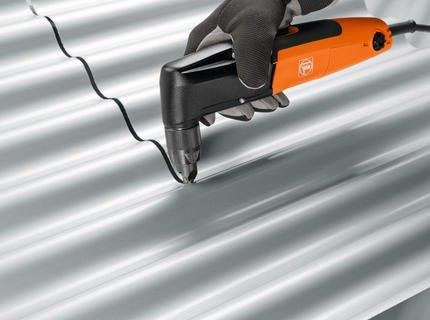 Как крыть крышу профнастилом?