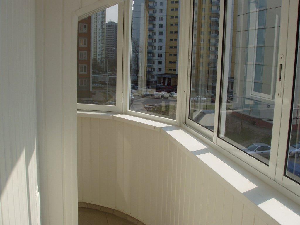 Остекление балконов: выбор подходящей технологии