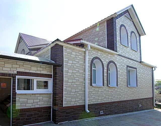 Фасадные панели – дешевая и стильная облицовка зданий