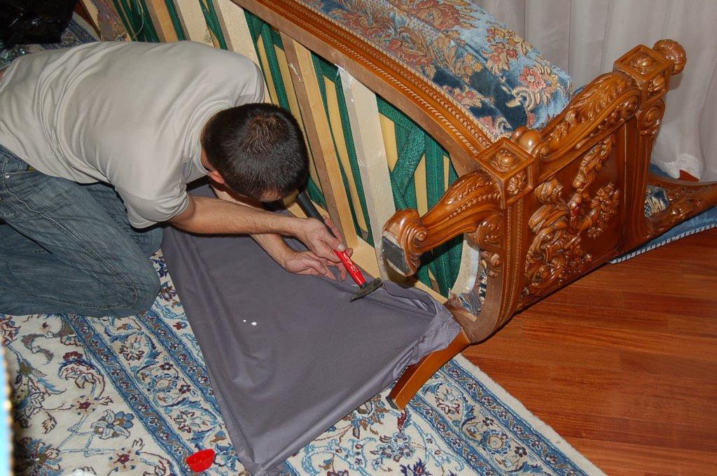 Ремонтируем дивана своими руками 81