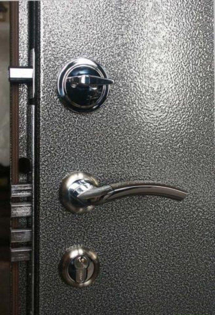 Какие замки устанавливаются на входные двери из металла