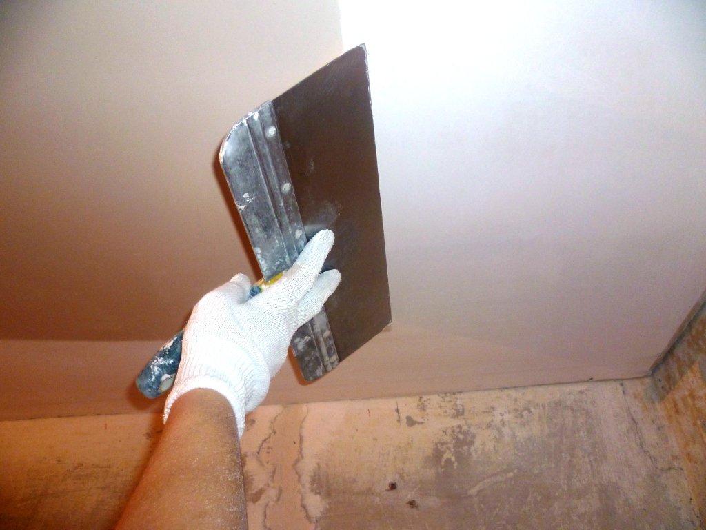 Как шпаклевать потолок своими руками видео из гипсокартона