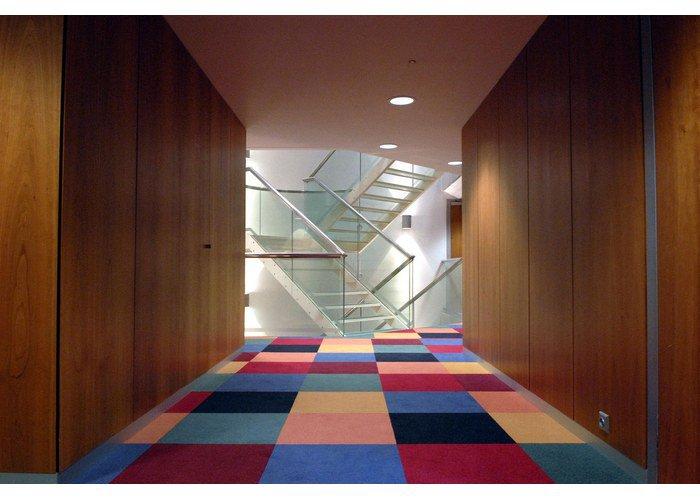Особенности и преимущества ковровой плитки