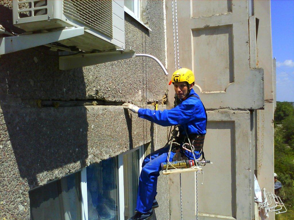 Герметизация стыка пластикового окна