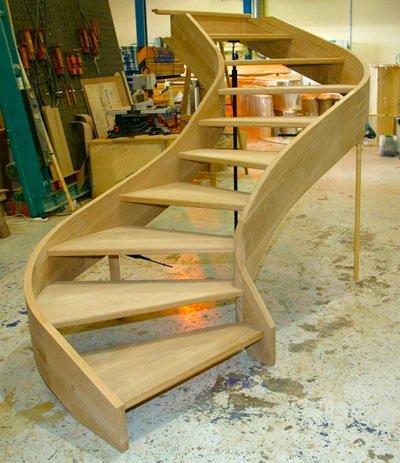 Изготовление деревянной лестницы глазами заказчика и мастера