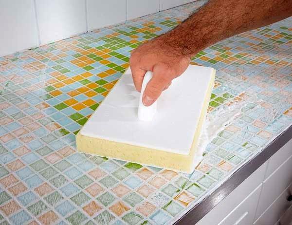 Укладка мозаичной плитки в ванной своими руками 50