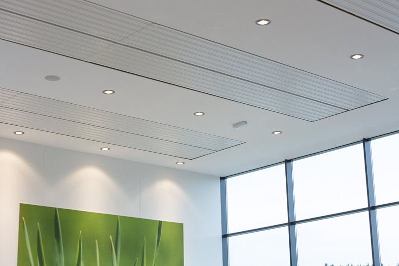 Знакомство с подвесными потолками: натяжные полотна, потолочные панели, обои и покраска