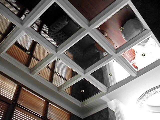 Зеркальные панели на потолок: особенности устройства