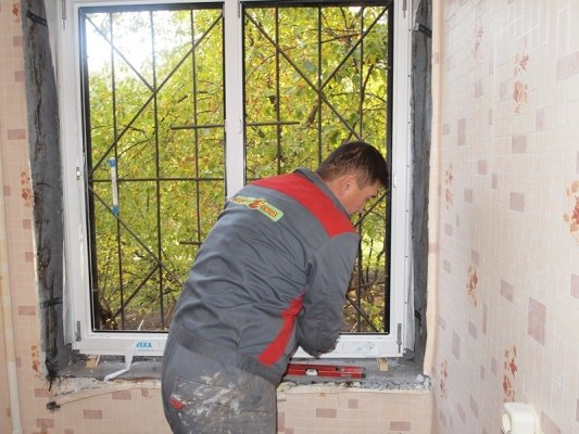 Реально ли установить пластиковые окна самому?