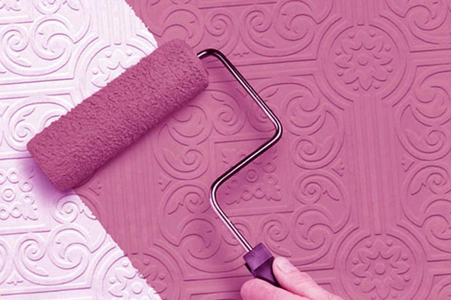 Как покрасить бумажные обои своими руками