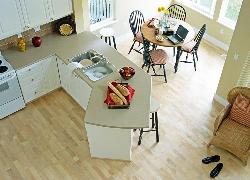 Ламинат для кухни: советы по выбору и уходу