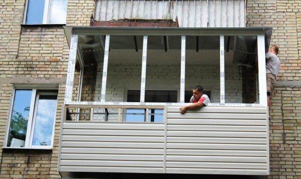 Обшивка балконов и лоджий сайдингом: выбор в пользу качества и безопасности