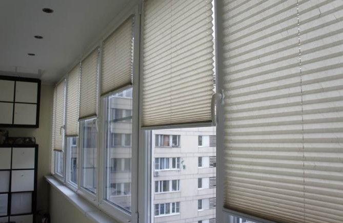 Жалюзи для балкона и лоджии: какие выбрать?