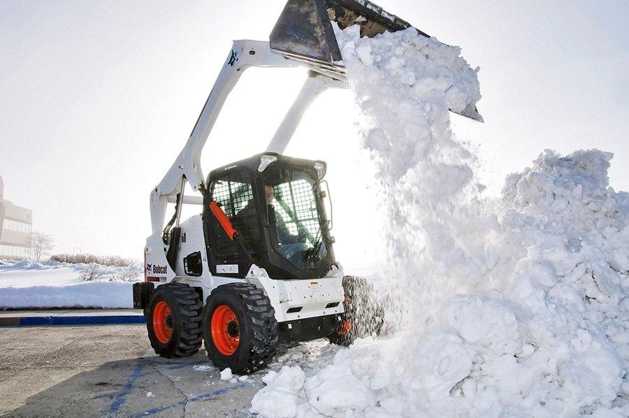 Советы по уборке снега на садовом участке